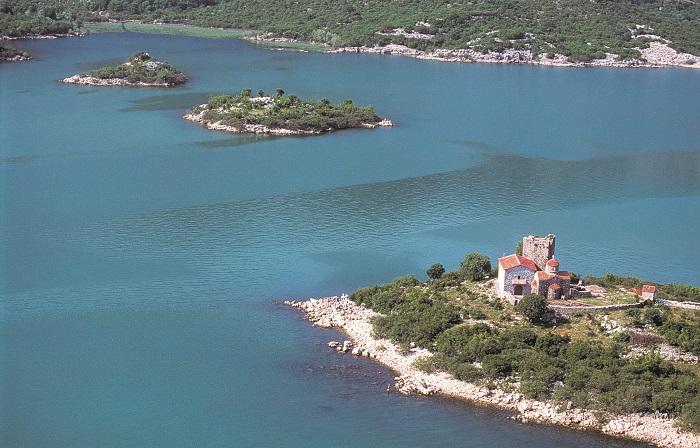 Dinastija Balšića, sagradila je manastire na ostrvima Skadarskog jezera