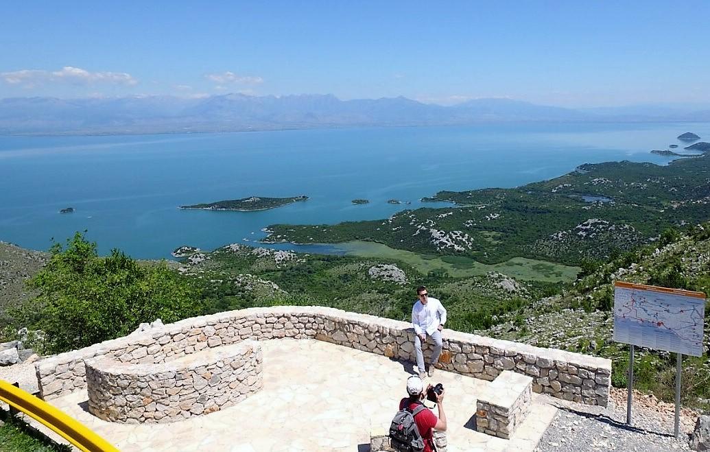VIdikovac sa pogledom na Skadarsko jezero