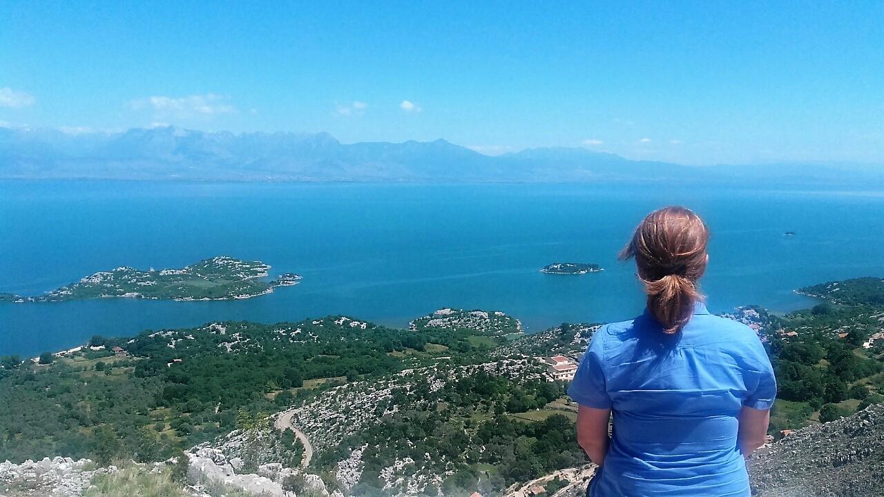 Vidikovac sa slikovitim pogledom na Skadarsko jezero